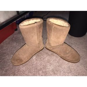 HIGHLY used bearpaw boots